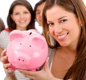 Frau mit einem piggybank Lizenzfreies Stockbild