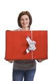 Frau mit einem roten Geschenkkasten Stockfotos