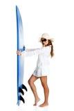 Frau mit einem Surfbrett Lizenzfreie Stockfotografie