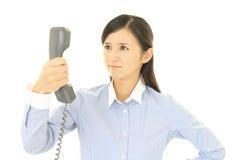 Frau mit einem Telefon Stockfotos