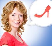 Frau mit einer gemalten Wolkenanmerkung mit Schuh Lizenzfreie Stockfotografie