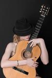 Frau mit einer Gitarre Stockfotos