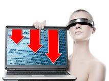 Frau mit einer Laptop-Computer Lizenzfreie Stockfotografie