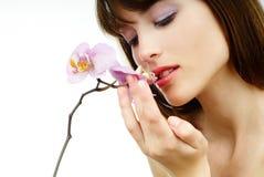 Frau mit einer Orchidee Stockfoto