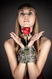 Frau mit einer Rose Lizenzfreie Stockfotografie