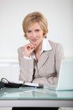 Frau mit einer Tagesordnung Stockfoto