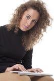 Frau mit einer Tastatur lizenzfreie stockbilder