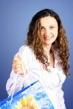 Frau mit Einkaufstasche Lizenzfreies Stockfoto