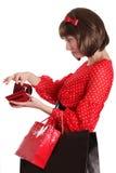 Frau mit Einkaufstaschen und kein Geld im Geldbeutel Lizenzfreie Stockfotografie