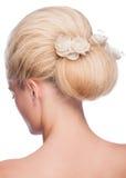 Frau mit eleganter Frisur lizenzfreies stockbild