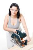 Frau mit elektrischer Säge stockfoto