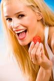 Frau mit Erdbeere Stockfoto