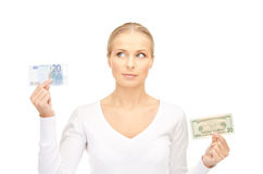 Frau mit Euro- und Dollargeldanmerkungen Stockbilder