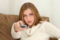 Frau mit Fernsteuerungs stockfoto