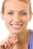 Frau mit Fischschmieröl Omega-3 Lizenzfreie Stockfotos