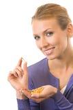 Frau mit Fischschmierölkapsel Stockbild