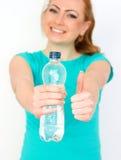 Frau mit Flasche von Wassershow O.K. Stockbilder