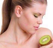 Frau mit Früchten Stockfotografie