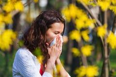 Frau mit Frühlingsgrippe Lizenzfreie Stockfotografie