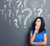 Frau mit Fragezeichen Stockfoto