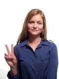 Frau mit Friedenszeichen Stockfotos