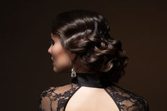 Frau mit Frisur stockfotografie
