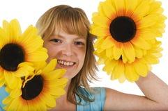 Frau mit gelben Blumen Lizenzfreie Stockfotos