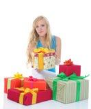 Frau mit Geschenken Stockfotografie