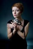 Frau mit Gesichtsmaske. stockfotografie