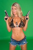 Frau mit Gewehr Stockfotografie