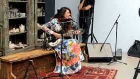 Frau mit Gitarre, Mercedes Benz Kiev Fashion Days (MBKFD) 2015, stock footage