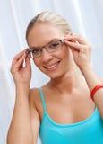 Frau mit Gläsern Lizenzfreie Stockbilder
