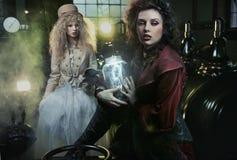 Frau mit Glas Thunderbolt Stockfotografie