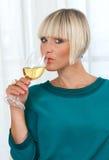 Frau mit Glas Wein Lizenzfreies Stockbild