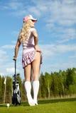 Frau mit Golfausrüstung Stockbild