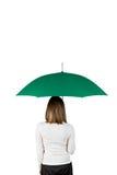 Frau mit grünem Regenschirm Stockbilder