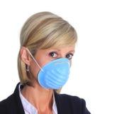 Frau mit Grippeschablone Stockbild