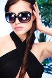 Frau mit großen Sonnegläsern Lizenzfreie Stockfotografie