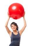 Frau mit Gymnastikkugel Lizenzfreie Stockfotografie