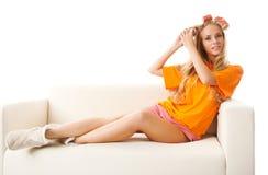 Frau mit Haarrollen Lizenzfreies Stockfoto