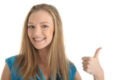 Frau mit Haltern auf Zähnen Lizenzfreie Stockfotografie