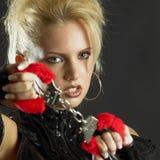 Frau mit Handschellen stockfoto
