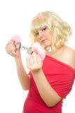 Frau mit Handschellen (Fokus auf Handschellen) Stockfotografie
