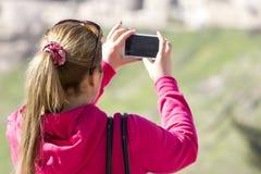 Frau mit Handy Stockfotografie