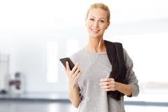 Frau mit Handy Stockfotos