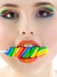 Frau mit heller Süßigkeitnahaufnahme Stockfotos
