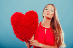 Frau mit Herzformkissen Editable Abbildung Stockfotos