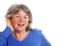 Frau mit Härte der Hörfähigkeit Lizenzfreies Stockfoto