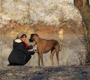 Frau mit ihrem Hund Stockbild
