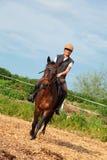 Frau mit ihrem Pferd Lizenzfreie Stockbilder